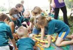Crianças desfrutaram de diversas brincadeiras ao ar livre_ Maica Viviane Gebing