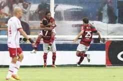 Mesmo com boa atuação, Inter não conseguiu evitar a derrota por 1 x 0 para o Flamengo. o gol foi marcado por Ronaldinho_André Portugal