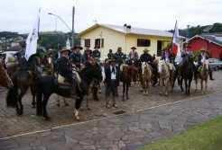 CTGs de Capitão, Travesseiro e Marques de Souza participam da cavalgada