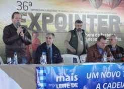 Prefeito Sidnei Eckert e Coordenador das Secretarias, Klaus Werner Schnack, participaram da Expointer, em busca da valorização dos produtores locais com gado saneado