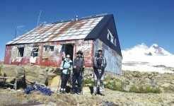 Carolina, Alexandre e Frederico durante o trekking no Cerro Tronador até o Refúgio Meiling
