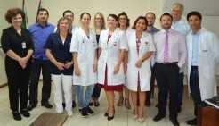 Equipe do hospital com os preceptores e a residente Émile Krüger