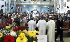 Igreja Matriz esteve lotada para a celebração da festa da padroeira da paróquia, com a presença das 22 comunidades e 46 casais jubilares