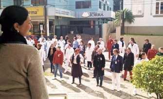 No Hospital São José 38 funcionários se movimentaram por 15 minutos. Atividades foram coordenadas pela Educadora Física, Viviane Dalla Vechia Both