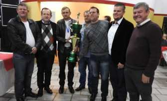 Troféu de campeão para Dona Rita