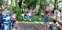 Nova edição do Domingo com Arte transformará a Praça Flores da Cunha numa galeria de arte ao ar livre