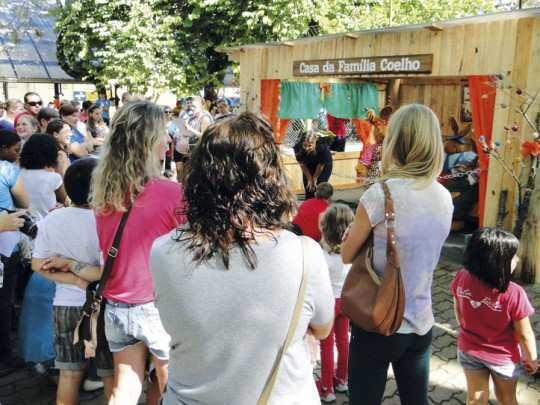 Programação especial de domingo inicia às 15h na Praça Flores da Cunha