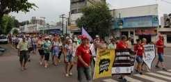 Centenas de pessoas caminharam pelas ruas centrais de Lajeado numa tentativa de chamar a atenção da sociedade para o impacto da Reforma da Previdência