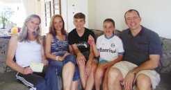Mariangela concedeu entrevista juntamente com o marido Charles, os filhos Samuel e Natalia, e da tia Maria Helena Matte