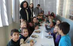 Prefeito Klaus, na companhia da vice Eluise e da secretária Mara provou e aprovou o almoço servido aos alunos da Escola Dona Rita, que a partir de 2017 conta com Turno Integral