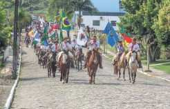 Primeiros passos da cavalgada aconteceram pelas ruas de Travesseiro