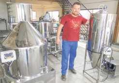 Linha de produção da Heller Beer não para. Kit automatizado de 200 litros será entregue para cliente em Travesseiro