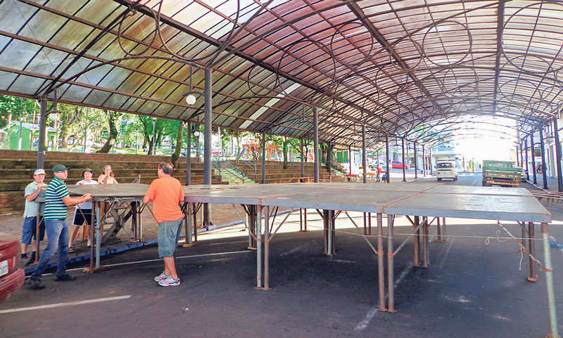 No feriado do Dia da Reforma – 31 de outubro, equipe iniciou montagem de palco e limpeza da Rua de Eventos e Praça às 6h, para o evento da noite. No dia seguinte também fez a desmontagem e a limpeza do local