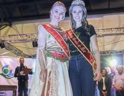 Camila Krämer recebeu a faixa da rainha Aline Conrad