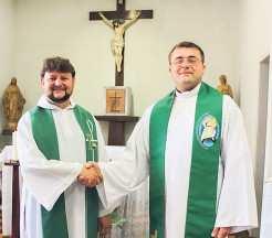 Padre Fabrício Niederle (E) e padre Felipe Bernardon atuam em Travesseiro e Arroio do Meio até o final de dezembro