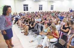 Márcia Carvalho falou para professores das redes municipal e estadual de ensino e educadoras das Eceis