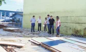 Parte antiga da escola que abrigava cinco salas de aula foi demolida nos últimos dias