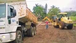 Secretário de Obras, Paulo Heck, acompanha serviços junto à galeria da estrada Dona Rita