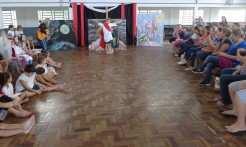 Encenação envolveu turmas do Mais Educação e do nível B