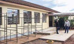 Prefeito Klaus Werner Schnack e vice Eluise Hammes acompanharam andamento da reforma do primeiro prédio da Escola Barra do Forqueta
