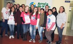 Alunas da Escola São Caetano foram as vencedoras do concurso que escolheu dois desenhos para estampar a camiseta