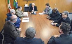 Chefe do Executivo e representantes de empresas locais reunidos com vice-governador e presidente da EGR