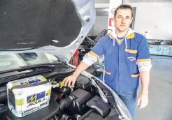 Mecânico Adriano Rauber Schmitt diz que deixar o carro ao relento no inverno intensifica ainda mais os problemas na bateria. Garagens são ambientes menos úmidos e cerca de seis graus mais quentes
