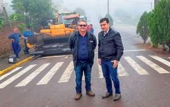 Prefeito Paulinho (D) acompanhou execução da obra que custou R$ 268,5 mil