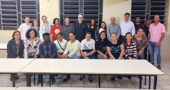 Prefeito Klaus Schnack, vice Eluise e secretária Mara junto a alunos e professores da EJA e direção da Escola Barra do Forqueta