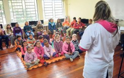 Palestras são realizadas nas escolas e assuntos abordados são definidos conforme faixa etária dos alunos