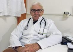 Médico veterinário há quase cinco décadas, James Jung diz que continua atendendo com o mesmo interesse de recém-formado