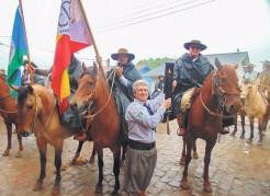Cavaleiros com a Chama Crioula chegam domingo no CTG