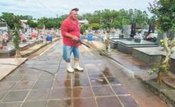 No cemitério Bela Vista, maior do município, os trabalhos de lavagem do espaço público, varredura e recolhimento do lixo, bem como pequenas manutenções foram concluídos nessa semana após 20 dias de trabalho