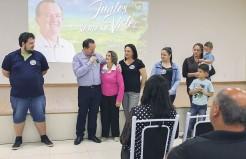 Sidnei se emocionou quando agradeceu à família pelo apoio incondicional à sua candidatura