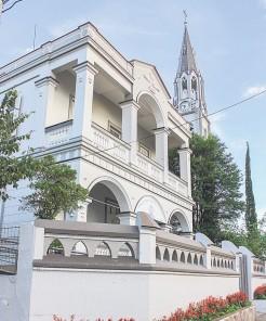Casa Paroquial foi concluída em dezembro de 1918, mas recebeu os primeiros moradores somente em 1920
