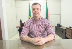 Delegado Juliano Stobbe orienta para que as pessoas busquem saber se a informação é verídica antes de repassar