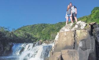 Ana Caroline e Klaus em uma das viagens realizadas pelo casal. Na ocasião, o local visitado foi o Perau de Janeiro, em Arvorezinha