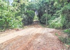 Estrada que dá acesso à gruta está projetada para ser asfaltada