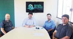 a semana passada, o prefeito Klaus Werner Schnack recebeu novo delegado titular da DP de Arroio do Meio, Humberto Roehrig