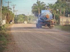 Chuvas e intervenções com caminhão pipa só amenizam a situação por instantes, mas não resolvem o problema