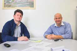 Carlos Henrique Meneghini (E) e Marcio Zimmer apontam a diversificação industrial como um dos fatores que contribuem pela oferta de trabalho no município